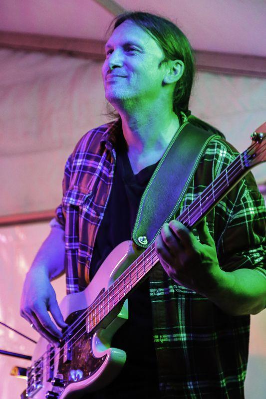 Tonite Band Steffen Knauss Bass