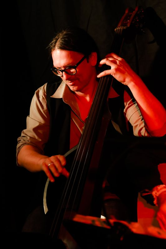eub Bass live stage pic bassplayer latin yamaha cuban