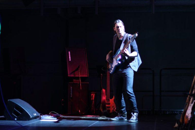 pbass Bass live stage pic bassplayer fender