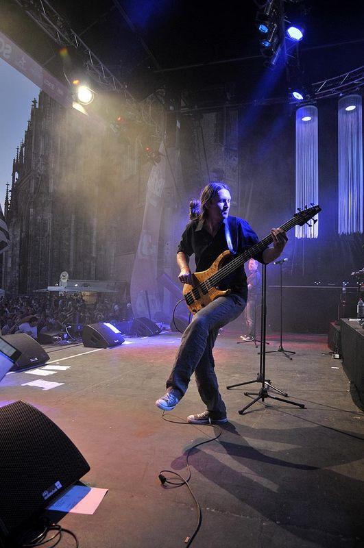 Steffen Knauss Bass live stage