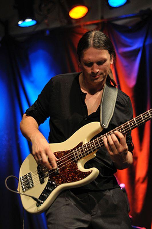 Bass live pic bassist bassplayer long hair