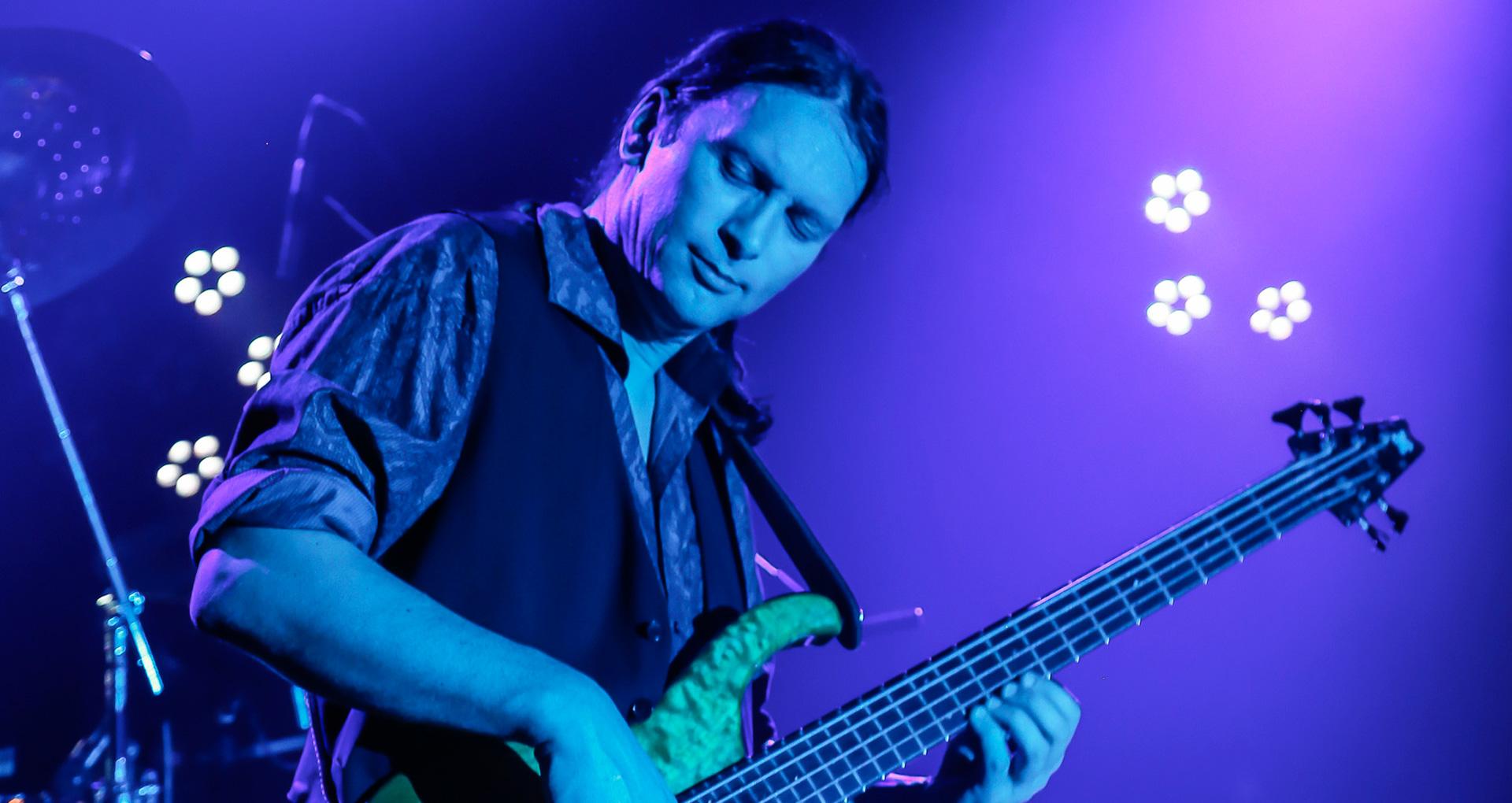 Steffen Knauss hired gun bassplayer recording bass